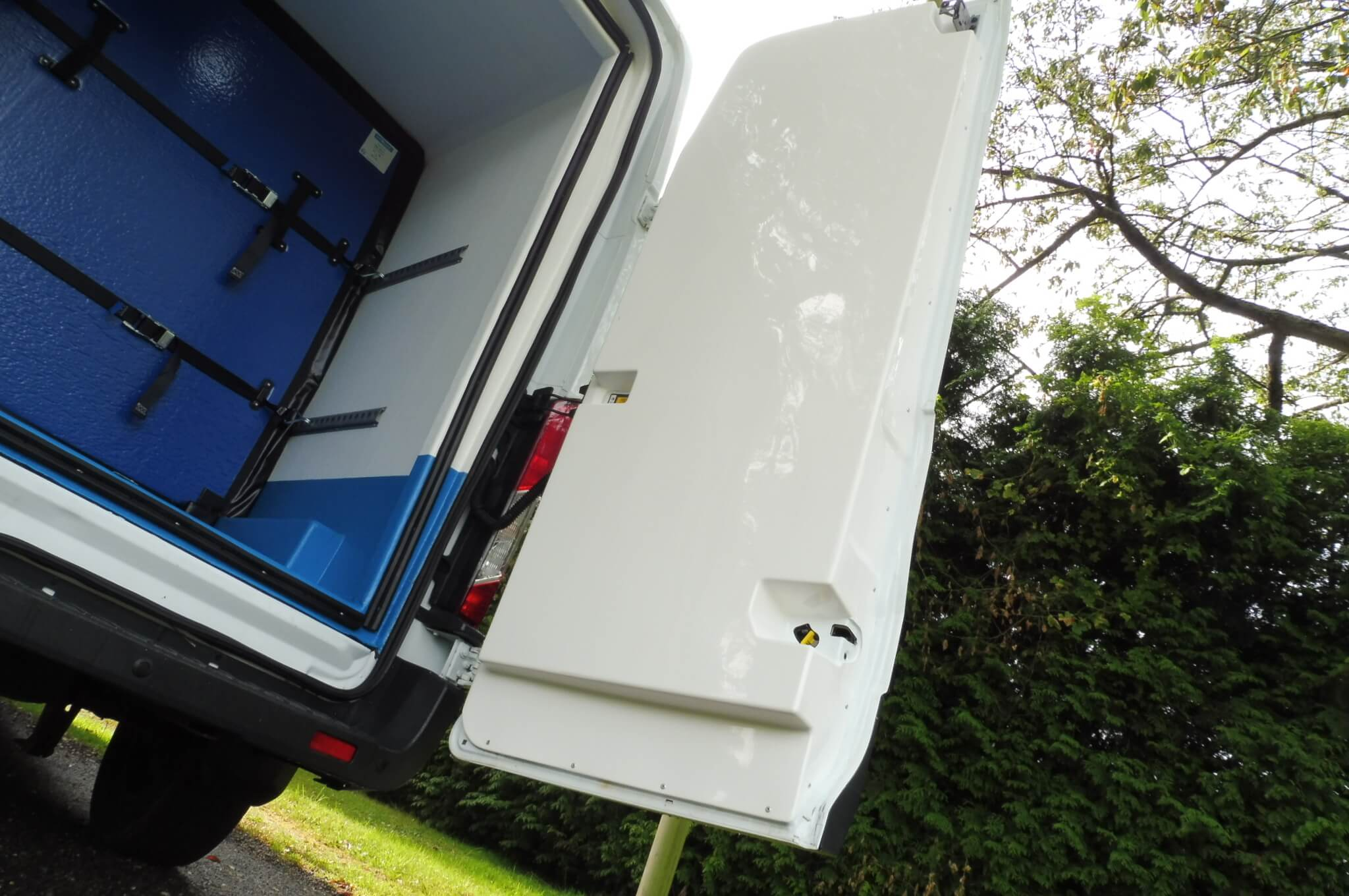 Should You Hire Or Buy A Refrigerated Van?