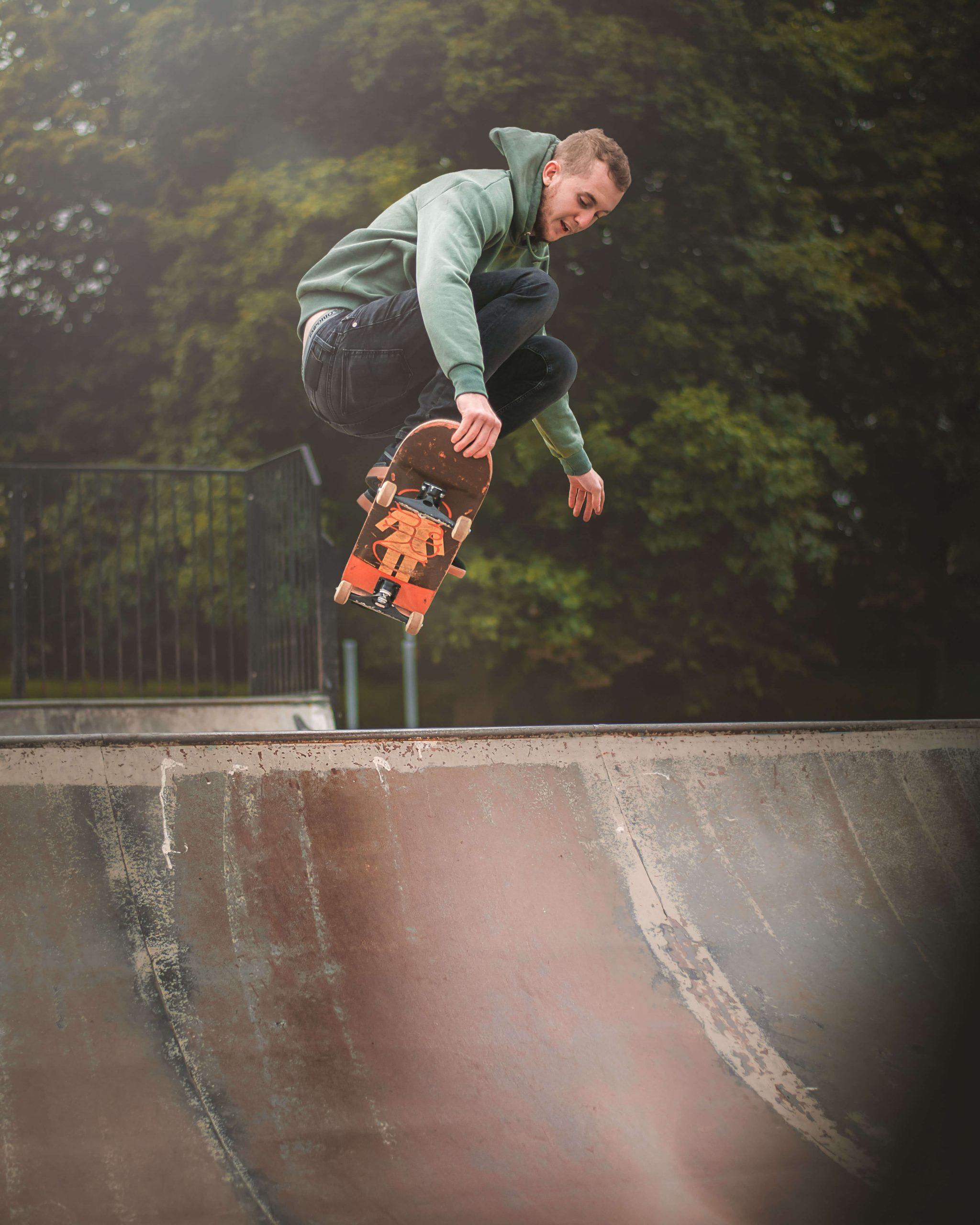 Luke Skating - Thomas Hardie